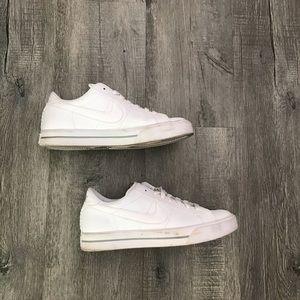 White Nike Sneakers 👟